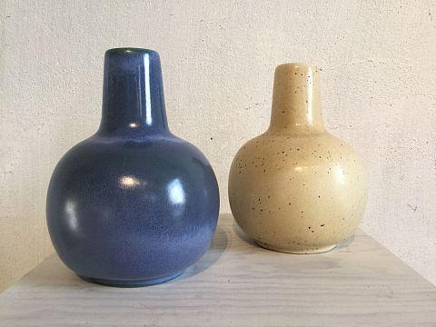 Ny vas i färg blå och äggskal