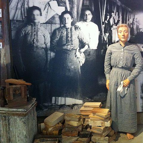 Iföverkens Industrimuseum utställning Chamottetillverkning